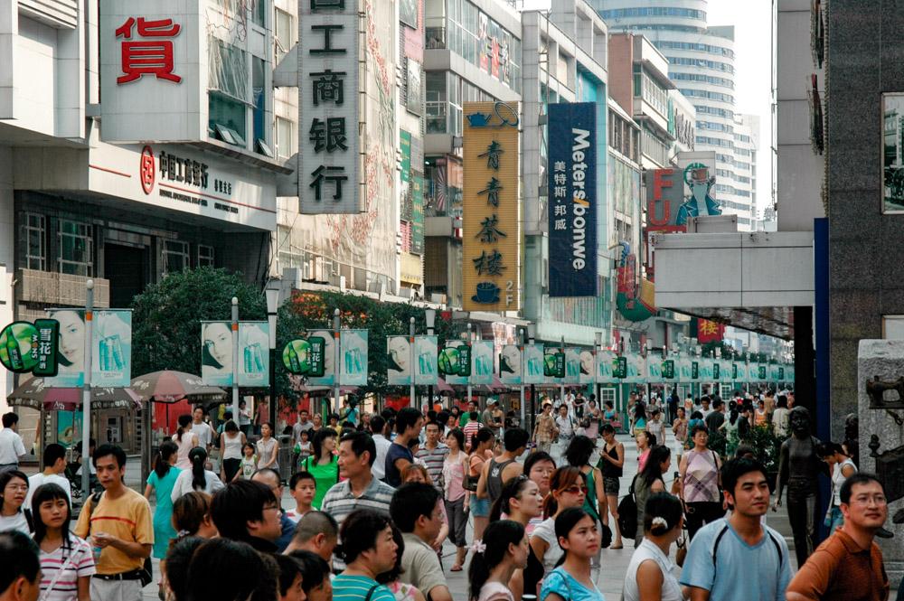 Une rue piétonne du quartier commercial