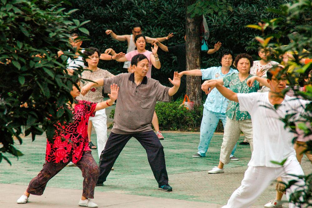 Gymnastique matinale dans le parc Renmin.