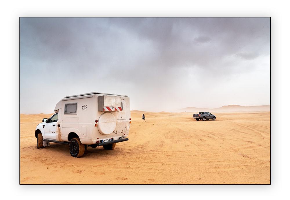 azalai dans le désert