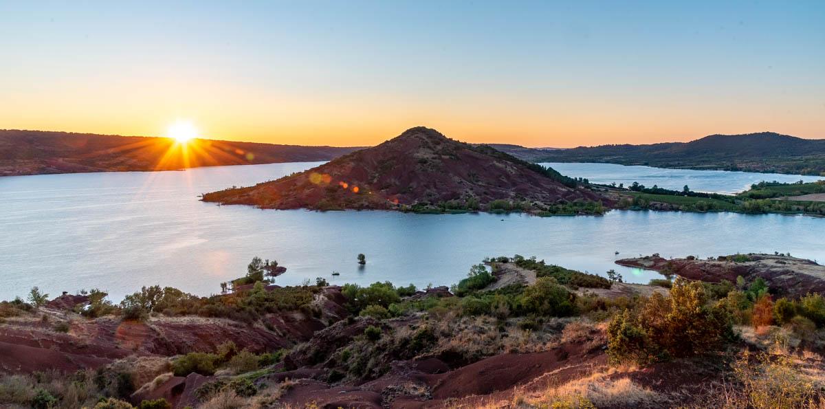 Lever de soleil sur le lac du Salagou