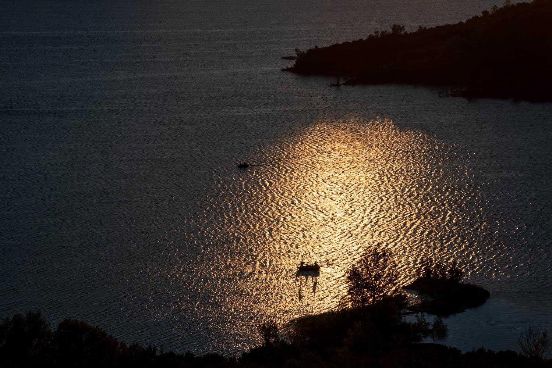 Lever de soleil sur le salagou