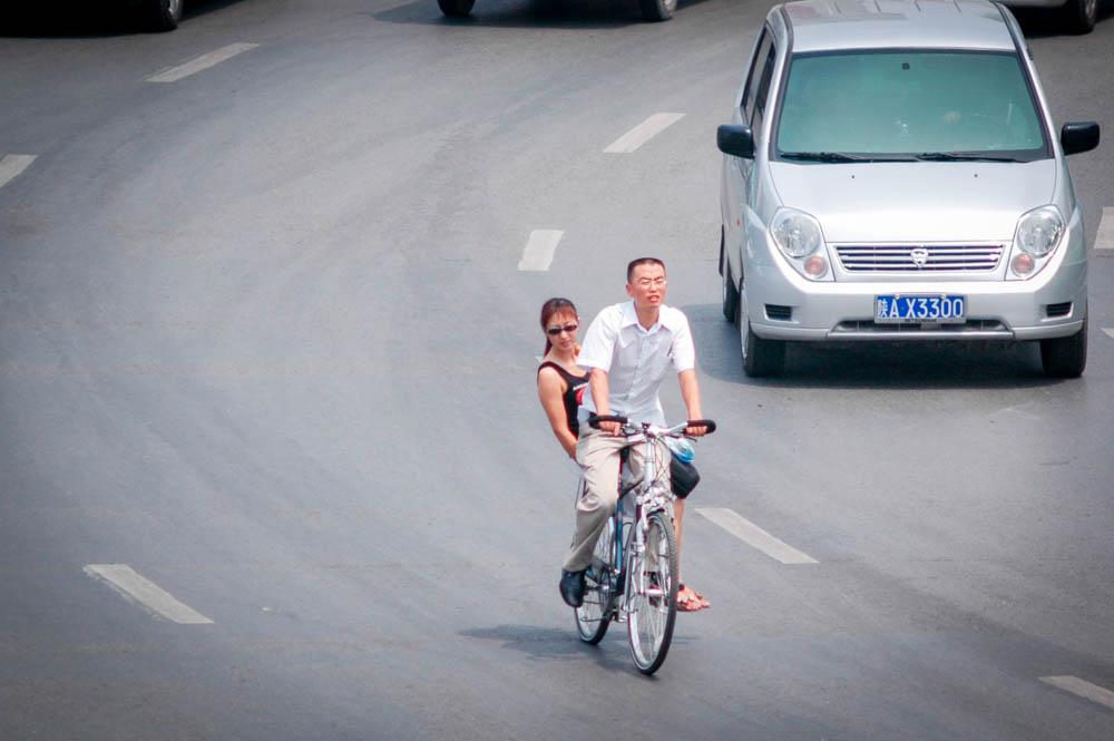 Cycliste et passagère