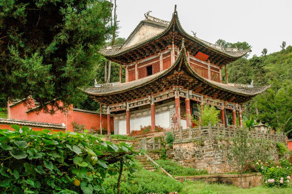 Un temple au pied de la montagne