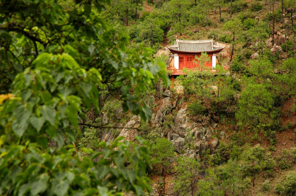 Le petit oratoire sur le versant face au temple