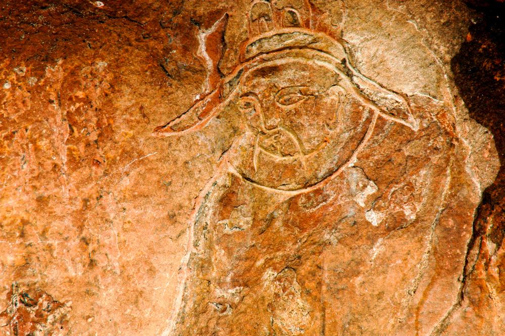 Gravure ancienne dans la roche.